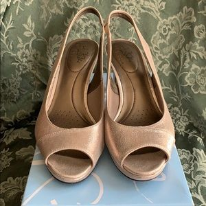 Life Stride Open Toe Shoes